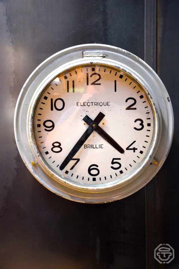 Horloge d'atelier brillié