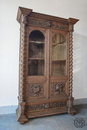 Ancienne armoire torsade